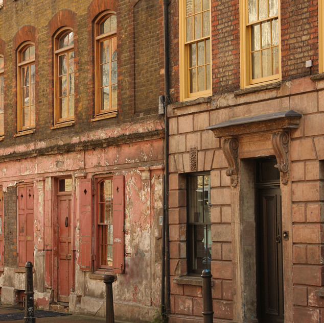 This magical street, hidden between Brick Lane and Commercial Street, is where you will find the original buildings that became home to the Huguenot (French silk weavers) settlers over 200 years ago. This particular building was home to Anna Maria Garthwaite, one of the most prodigious and talented silk designers ever. Photographer Krzysztof Wlodarczyk was a member of the Broadway art group in west London in 2013 when he had a winning photo in the first MyLondon photography contest. He is now a member of the Café Art photography mentoring group run by volunteers from The Royal Photographic Society which meets up every two weeks to learn photography skills with digital cameras. Copyright: 2017 Qbic Hotels & Cafe Art