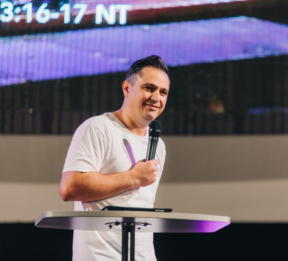 Pastor Ninio Decean