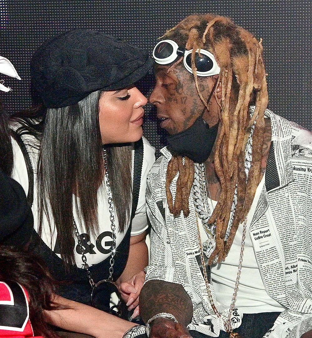 Lil Wayne - Mirror   I THINK OF MY MOM MY DAD AND MY GRAMPA WHEN I HEAR THIS SONG RIP DAD MOM