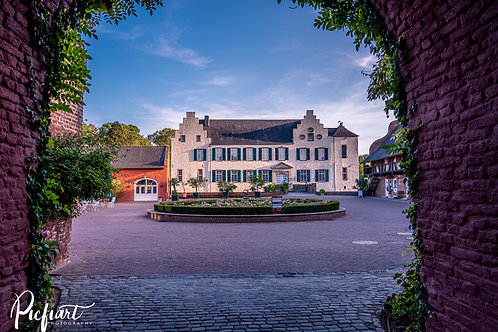 """""""Burg Heimerzheim Haupthaus"""" von Picfiart"""