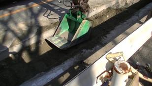 Устройство траншеи при помощи ковша - вибротрамбовщика