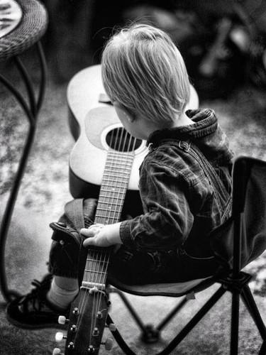 black & white strummin'