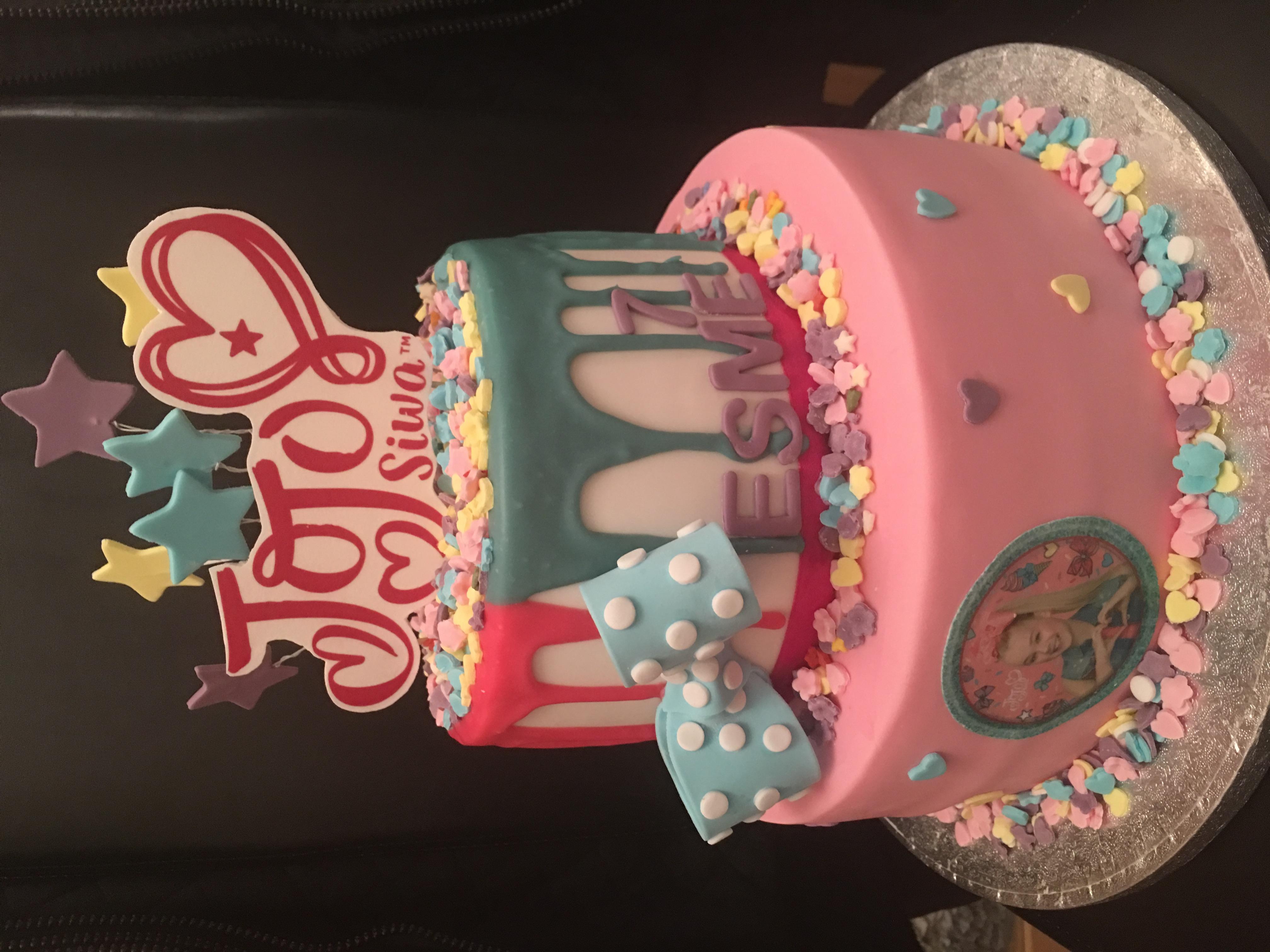 JoJo Bows Cake