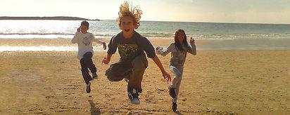 נהנים בחוף הים