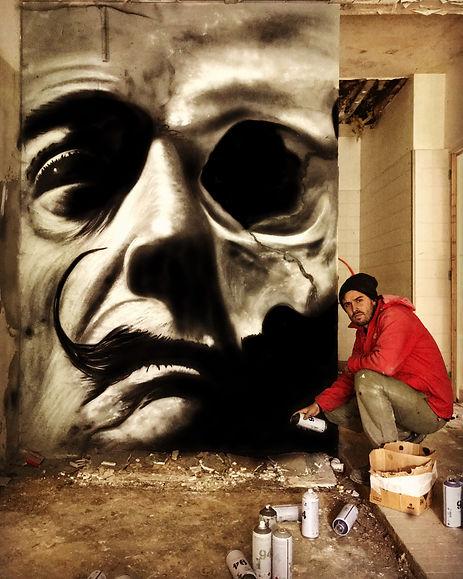 Graffiti Calavera Dalí