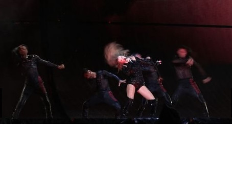 온라인바카라 추천 1위 사이트 Taylor Swift, Impact Performance from Stage to Swimsuit Clothing