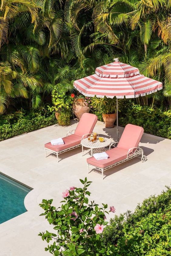 Rétro chic, Tropical and Fun en Pink Millennial au bord de la piscine