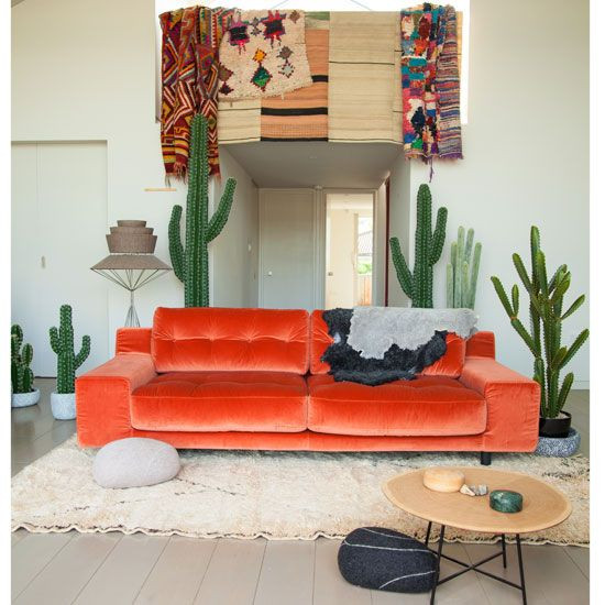 Ambiance Tropicale cactus et sofa orange