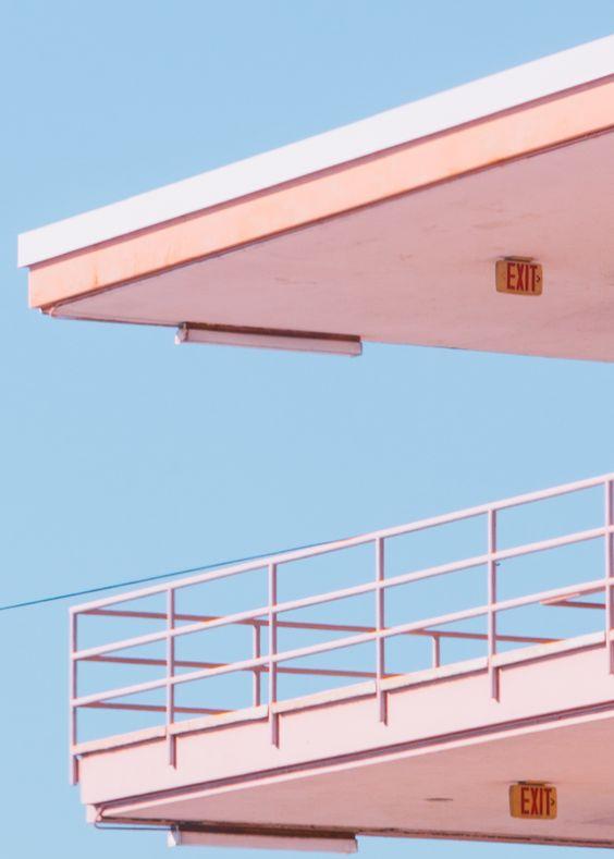 Architecture en bleu et rose