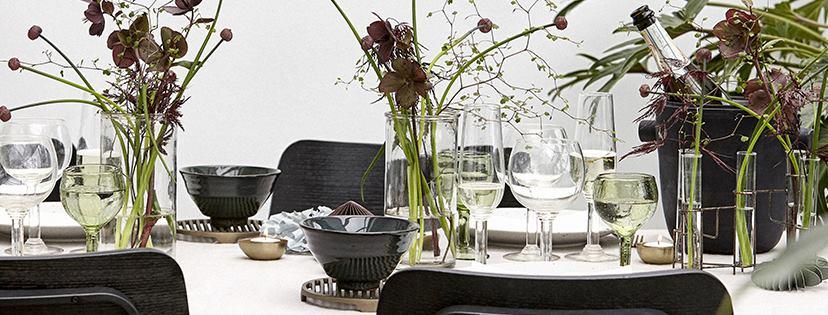 Une table au style nordique minimal