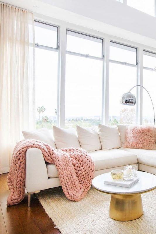 Salon classique avec une touche de glam Made in California