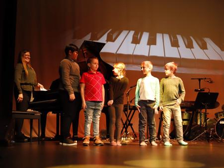 Piano og tonelek i grupper