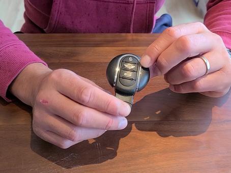 MINIの鍵は簡単に電池交換できるのです✨