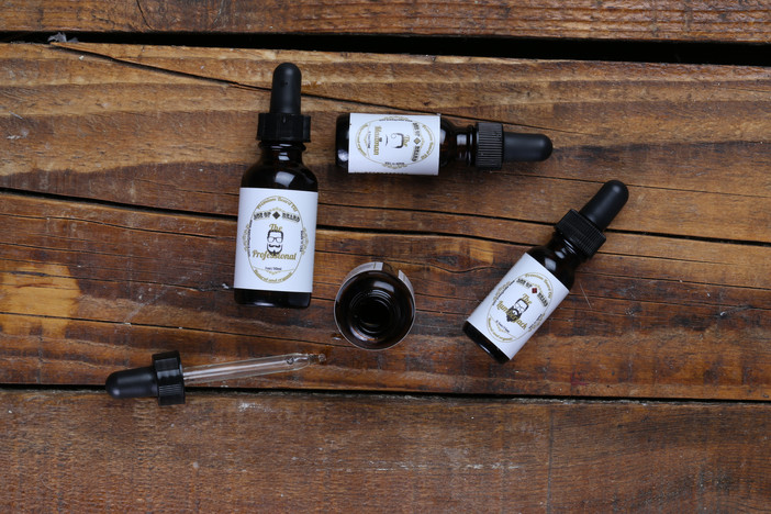 WHAT MAKES A GOOD BEARD OIL FORMULA? Answers for bearded seekers.