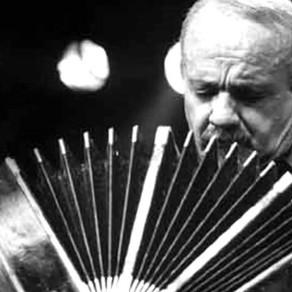 La Filarmónica dirigida por Álvaro Hagopián y el maestro Raúl Jaurena en bandoneón