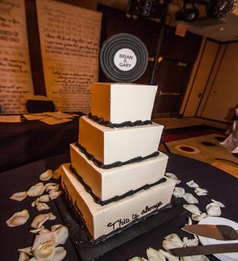 Brian & Gary's Wedding Cake 11715.jpg