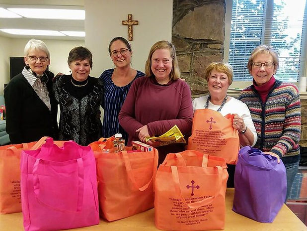 Thanksgiving bag volunteers 2018 group s