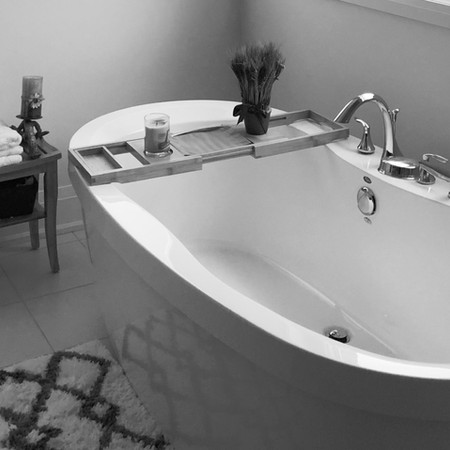Chic bath tub deco