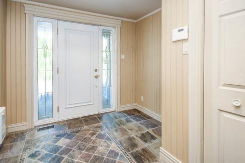 22634576 - Courtier immobilier à Châteauguay (43).jpg