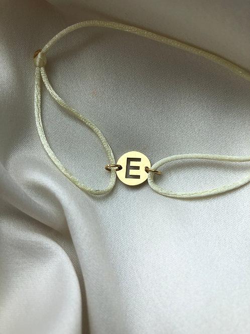 Initiaal armband met touw