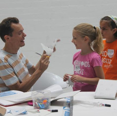 Los niños se empapan de arte con Arly Jones y Kribi Heral (Diario Información)