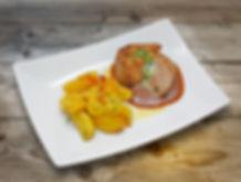 Ростбиф с жареным картофелем и соусом де