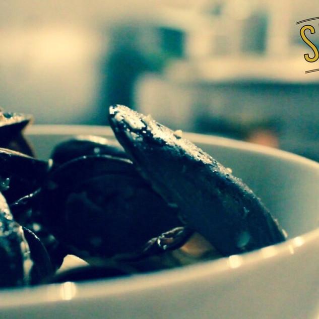 Stella Mussels in fennel-garlic broth