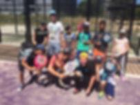 Enfants de la Fondation d'Auteuil sur court de Padel