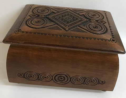 Wooden carved box  for jewellery./ шкатулка резная. - 14x9cm