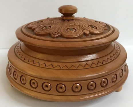 Wooden carved box wood casket pix for jewellery./ шкатулка резная. - 13cm  diame