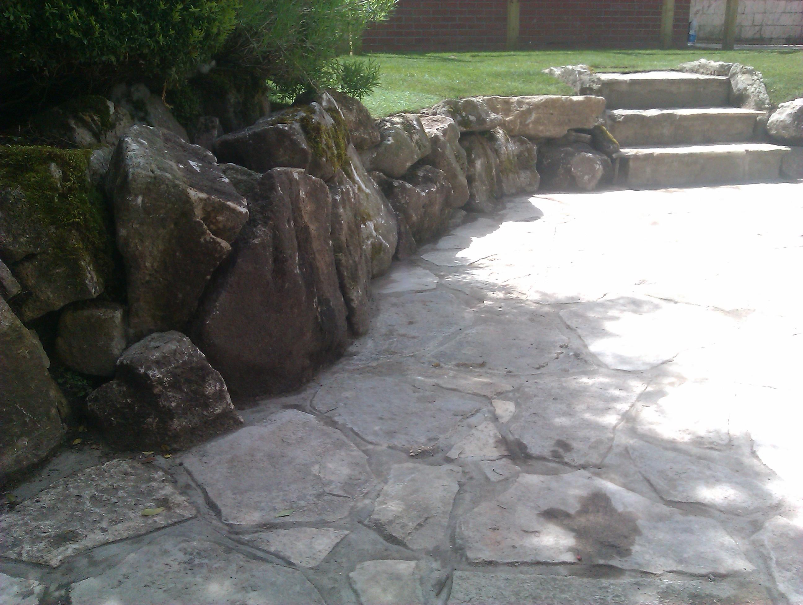 Natural boulder wall - Winton