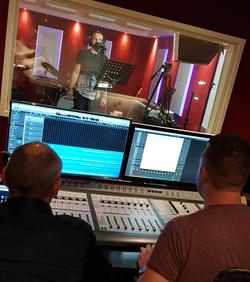 Bryan duikt weer in de studio