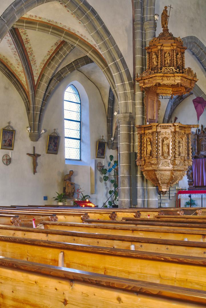 Kanzel und Marienstatue in der Stephanskirche