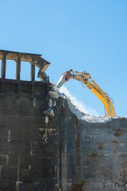 Beginning of the dam demolition