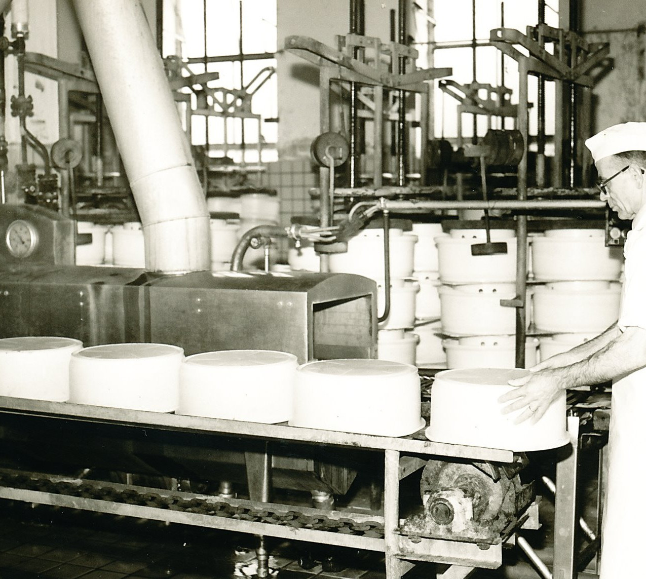 De vatenwasmachine van de kaasmakers