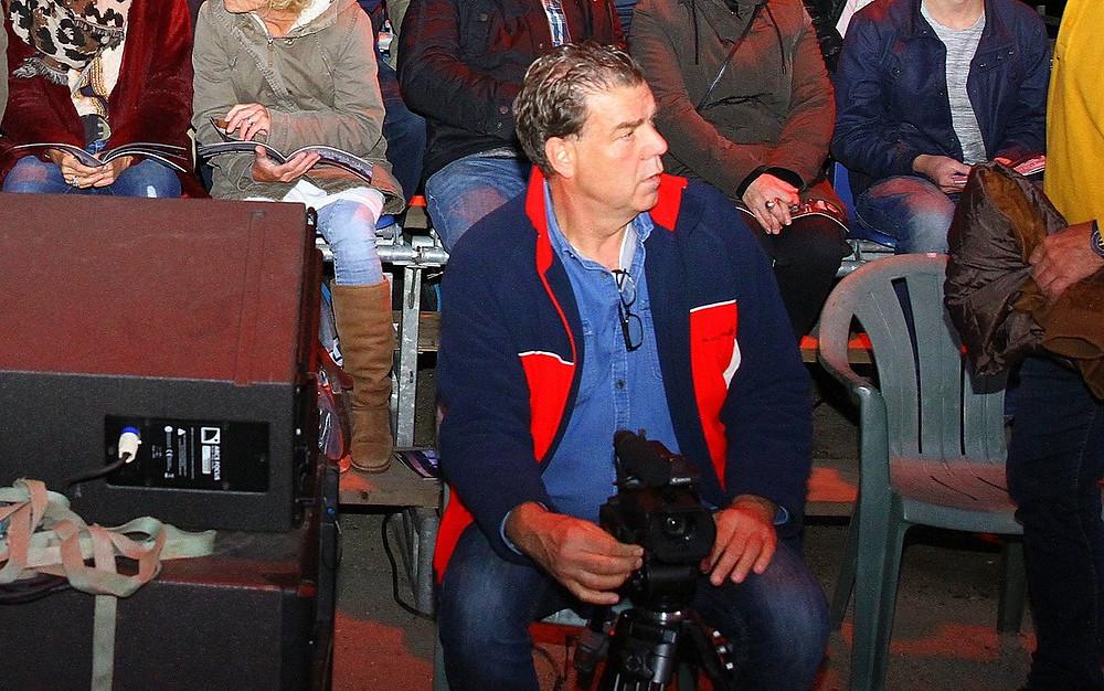 Christan van Gelder in actie met 1 van de 5 camera's