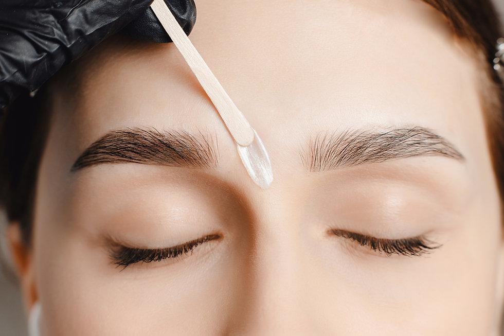 Master wax depilation of eyebrow hair in women, brow correction..jpg