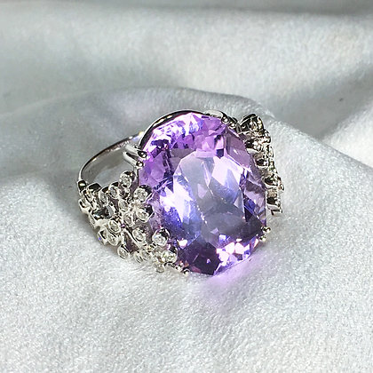 White Gold Ring w/ Amethyst