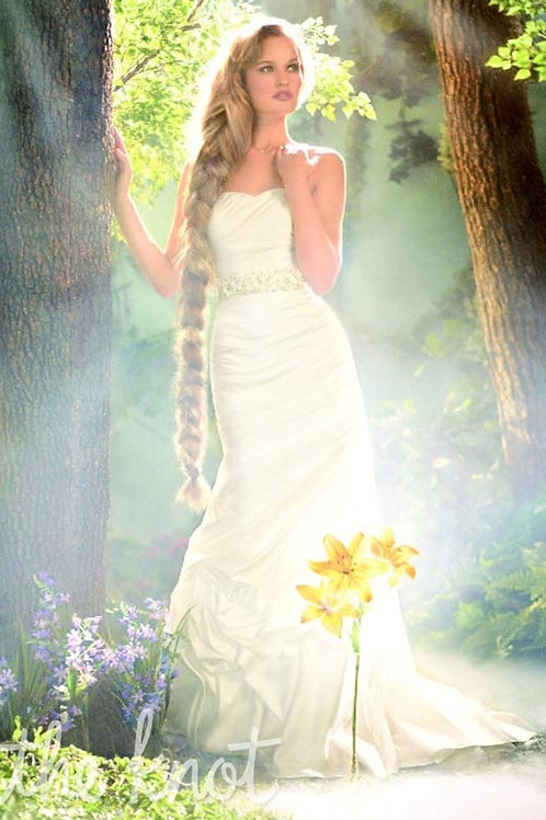 "Disney Fairytale 214 ""Rapunzel"" Ivory size 10"