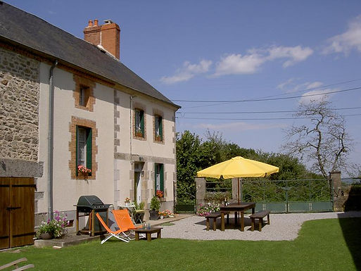 Farmhouse with 2 cottages ¬ Ferme avec 2 gîtes