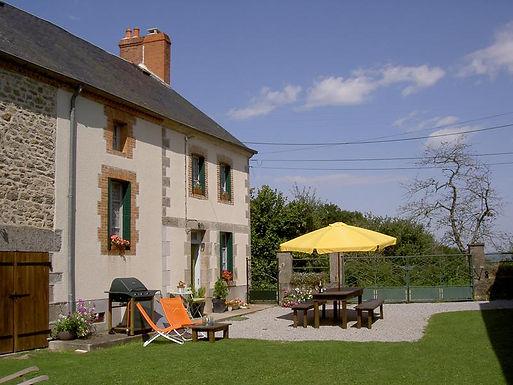 Farmhouse with 2 cottages ¬ Ferme avec 2 gîtes