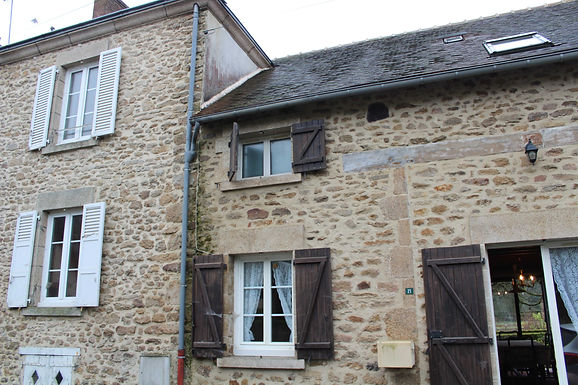 Two terraced houses for the price of one ~ Deux maisons mitoyennes pour le prix d'une