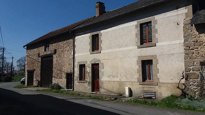 Charming terraced stone house ~ Charmante maison mitoyenne en pierre