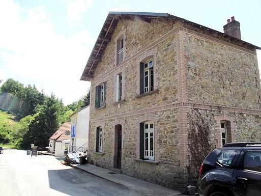 House with gites and outbuildings ~ Maison avec gîtes et dépendances