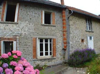 Terraced house in traditional French hamlet ~ Maison mitoyenne dans un hameau français