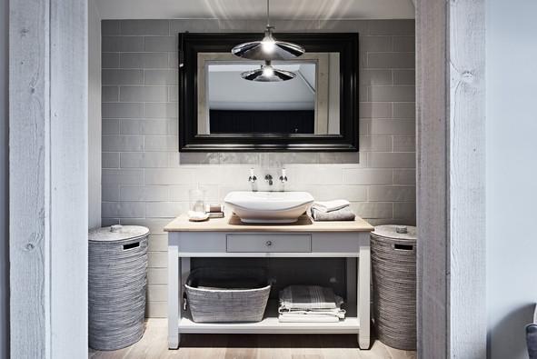 Chichester 1220 Countertop Washstand