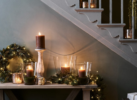 Festive ways to decorate banisters