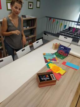 ΤΟ ΓΑΤΕΛΙΕ ΤΗΣ ΓΡΑΜΜΗΣ [εικαστικό εργαστήρι με αφορμή ένα βιβλίο] Υπεύθυνη συναντήσεων : Σοφία Χουλιαρά