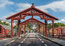 Lykkens_Portal,_Gamble_Bybro,_Trondheim,_West_view_20150605_1_edited.png