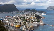 Vista_de_Ålesund_desde_Aksla,_Noruega,_2019-09-01,_DD_16_edited.png